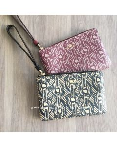 CORNER ZIP WRISTLET WITH CHAIN PRINT F40113
