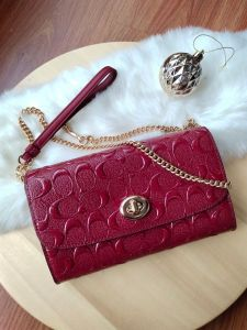 COACH F88909 CHAIN CROSSBODY IN SIGNATURE LEATHER (CHERRY)